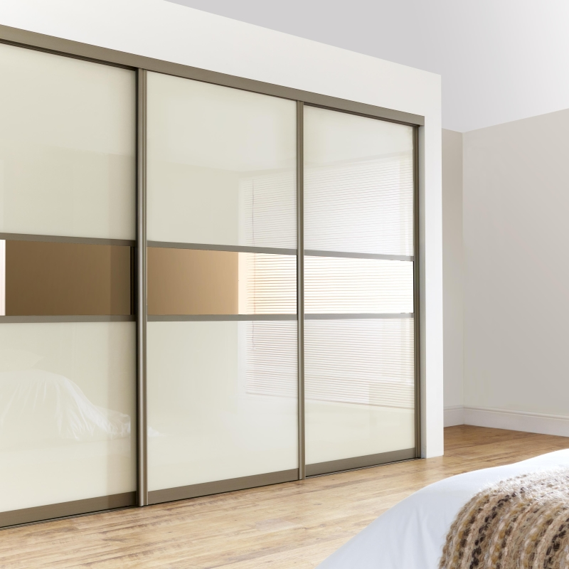 Шкафы-купе из Китая для разных комнат: какими особенностями должны обладать?