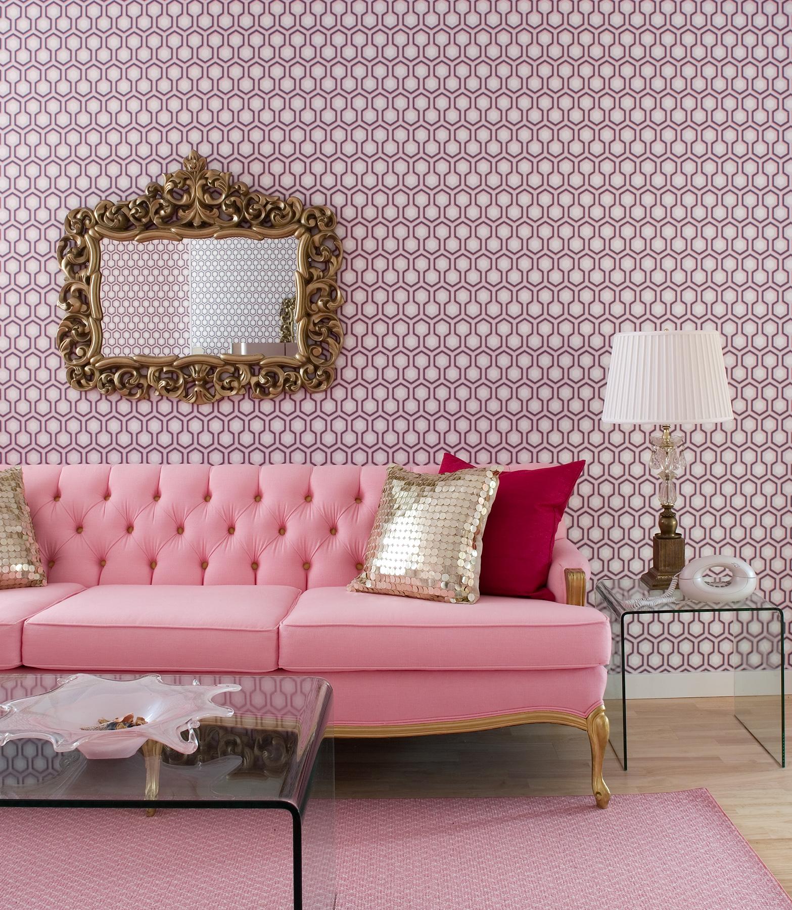 Основной колористический тренд сезона: интерьер гостиной и мебель в розовой палитре