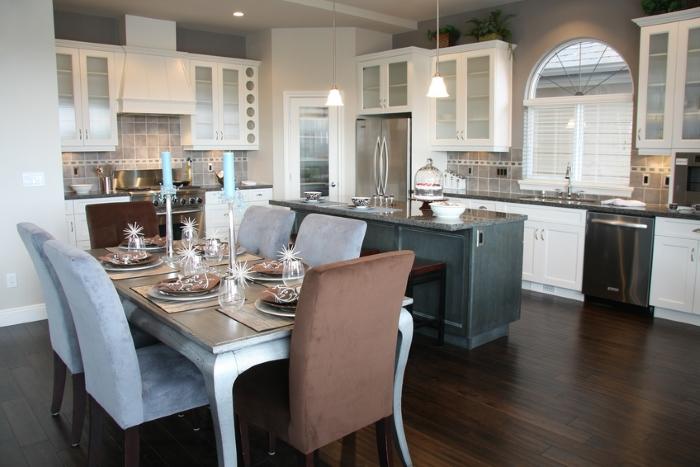 Интерьер столовой в доме: подбираем мебель